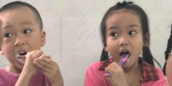 2 maanden Vietnam leren tandenpoetsen