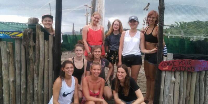 Kickstart Costa Rica Brenda en andere vrijwilligers 3