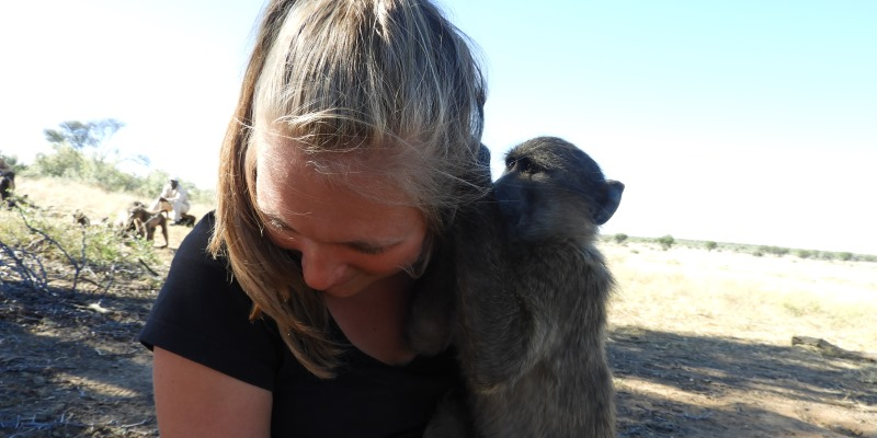 Namibie Wildlife Rehab and Research Sofie met baviaan