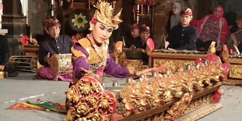 Onderwijsproject op Bali Balinese traditie