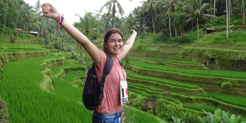 Onderwijsproject op Bali Daphne in de rijstvelden