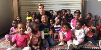 Surfprojact Zuid-Afrika Luca met klasje