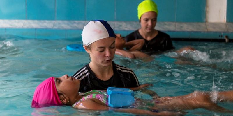 Vrijwilligerswerk Ecuador zwemles