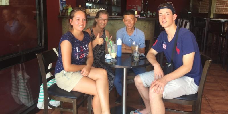 Vrijwilligerswerk Vietnam Mr Viet and Dutch volunteers Marieke,Koen GLas en Esther