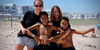 Zuid-Afrika Surf and Adventureclub project begeleiders met kids