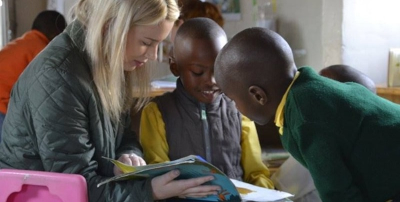 Zuid-Afrika vrijwilligerswerk Kaapstad reading with children