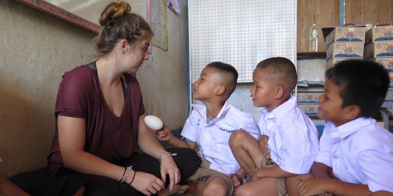 Thailand Olifantenproject lesgeven op school foto Lidy 2