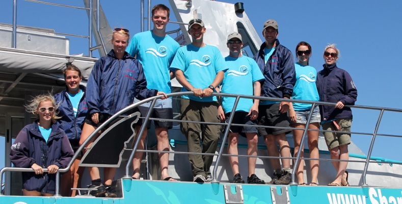 Zuid-Afrika-Marine-Conservation-Gansbaai-Volunteer-team-photo-on-slashfin