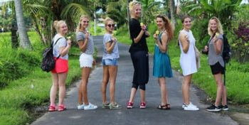 Bali Anouk met groep vrijwilligers