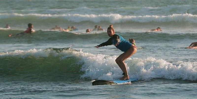 Bali Anouk surfen