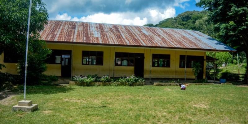 Indonesie vrijwilligerswerk op Flores schoolgebouw jpg