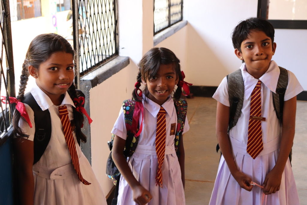 Reizen en vrijwilligerswerk lesgeven in Galle 3 meisjes