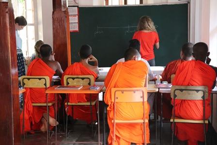 Reizen en vrijwilligerswerk lesgeven in Galle lesgeven monniken