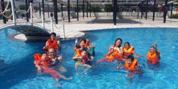 2 maanden Vietnam Iris in het zwembad