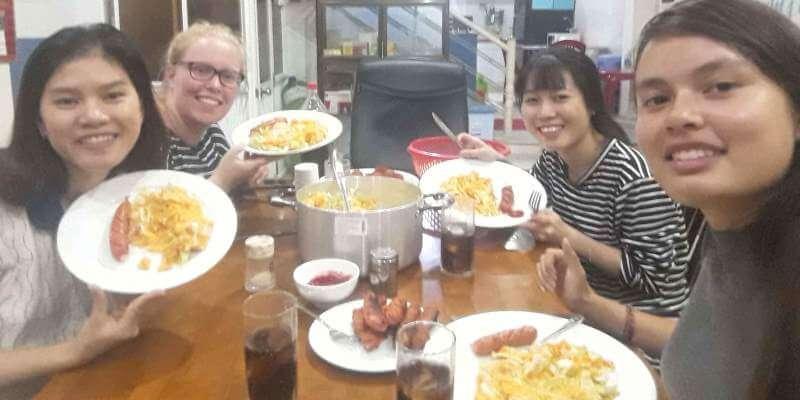 2 maanden Vietnam Iris met vrijwilligers