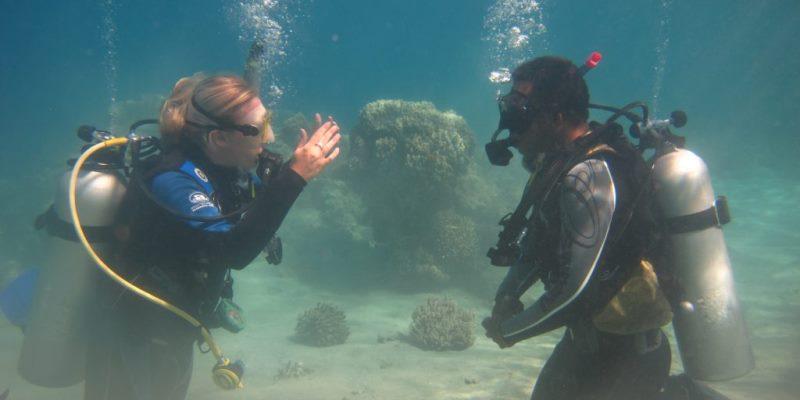 Coral Reef research Fiji onderwateroverleg