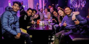 Nepal - Verliefd op Nepal Mark en meike met vrijwilligers