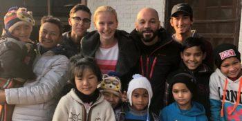 Nepal - Verliefd op Nepal Meike en Mark op school