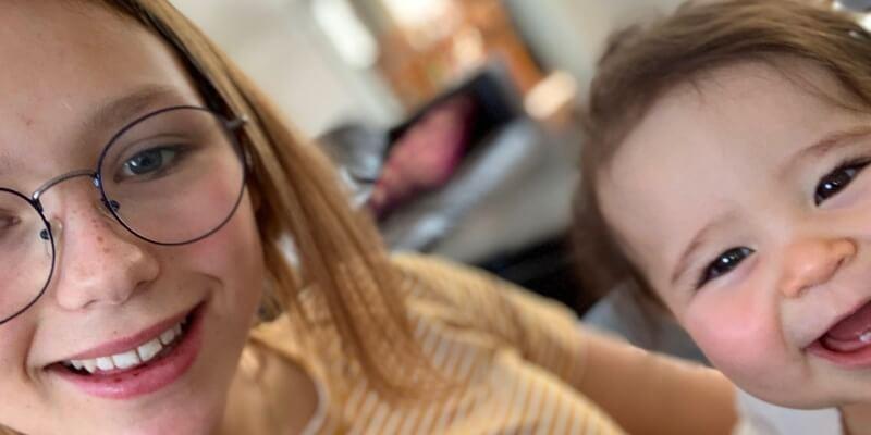 Au Pair in Amerika Amber selfie met baby