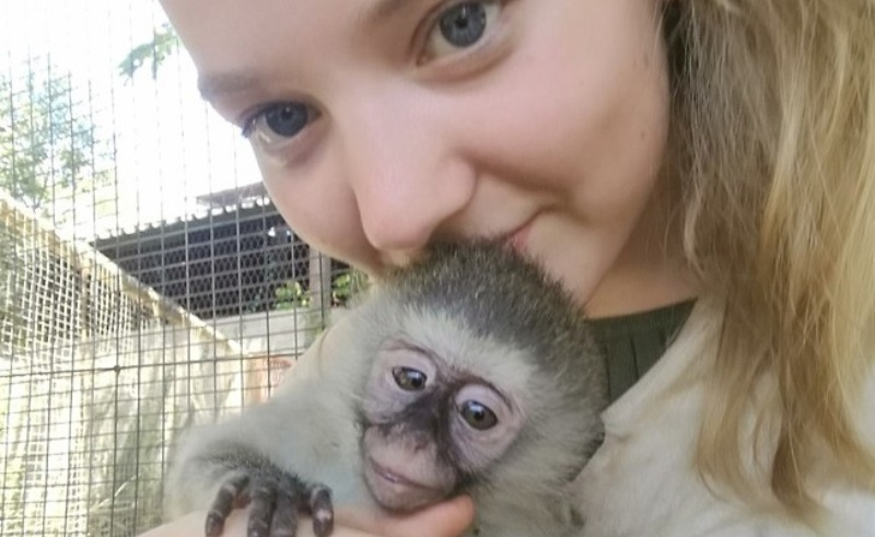 Monkey Rehab Sofie met aapje
