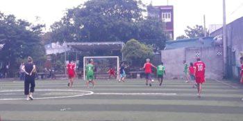 Anita in Vietnam voetbalwedstrijd