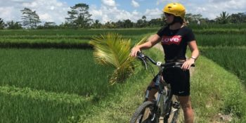 Eline terug uit Bali op de fiets