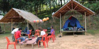 Isa in Thailand trekking